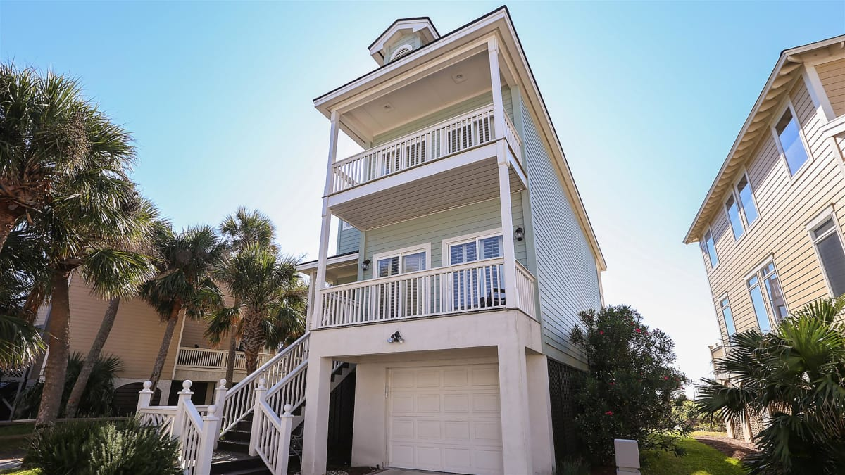 Empty nesters look for a beach home with a view on Fripp Island, SC.